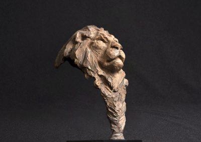 lion 3/4 profil droit, contre plongée - bronze original