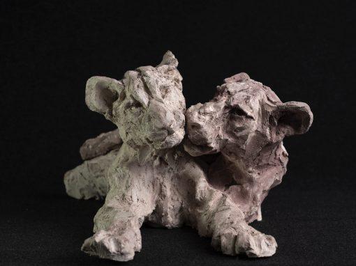 Chamailleries de lionceaux (terre cuite)