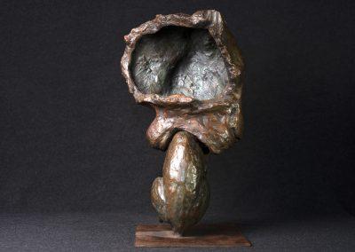 Tête de lionne portant son petit, profil droit - bronze original