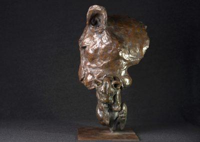 Tête de lionne portant son petit, profil gauche - bronze original